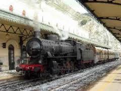 Il treno barocco alla stazione</br> di Siracusa.