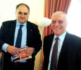 Il Presidente Nicola Bono </br>con il Prefetto Renato Franceschelli.